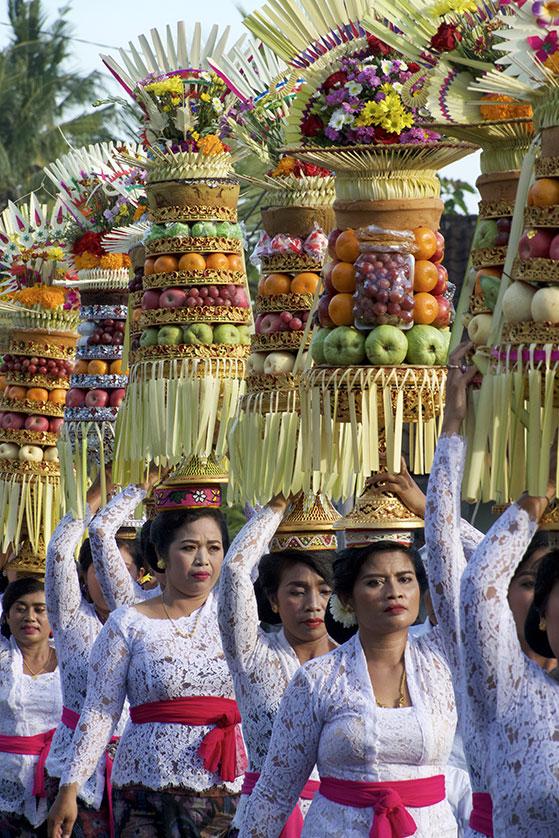 Procession se rendant au temple