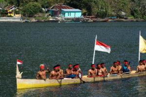 Bandaneira,Indonésie,Moluques,bateau traditionnel, rameurs
