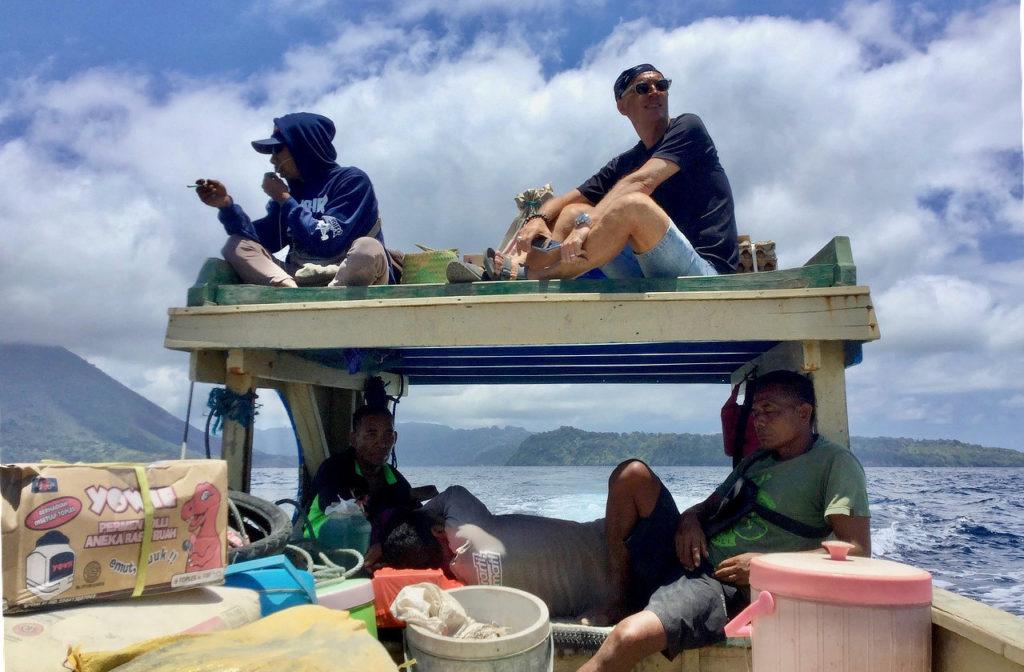 Bandaneira,Pulau Ai,traversée,bateau public,