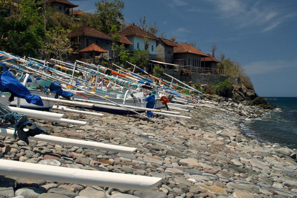 Bateaux de pêche sur une plage d'Amed