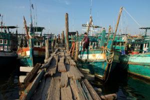 Ponton d'un petit port de pêche près de Kampot