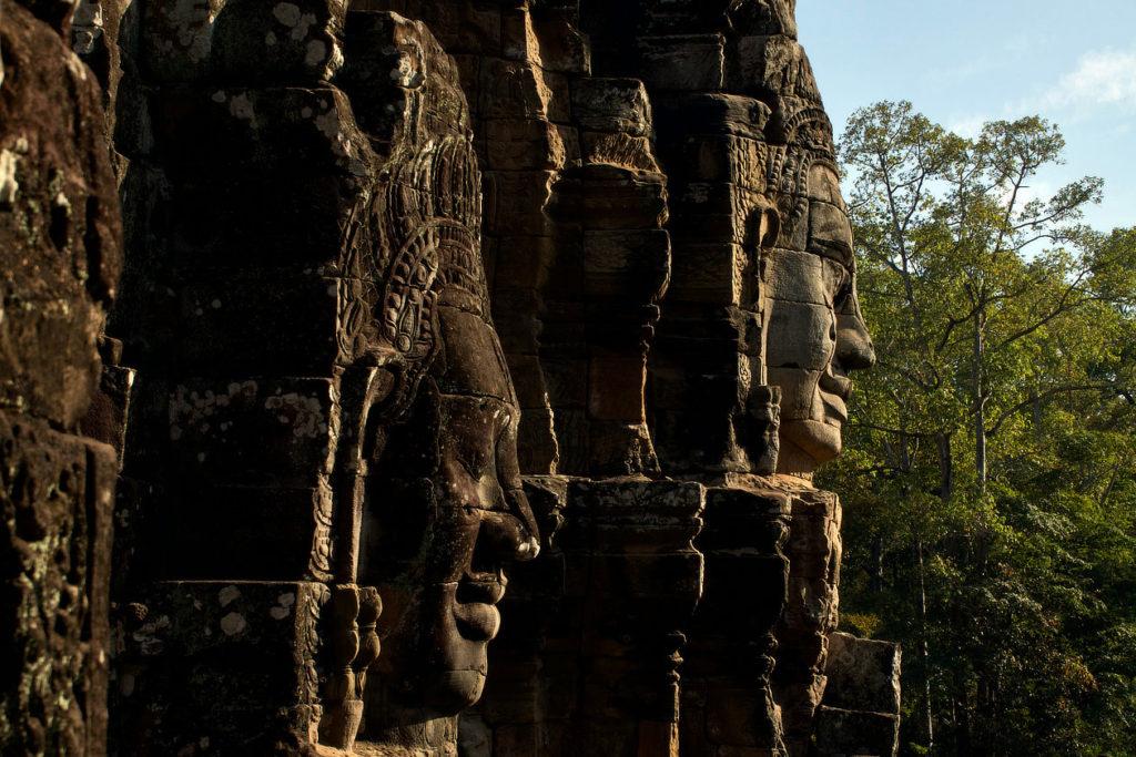 Visages de pierre du Bayon