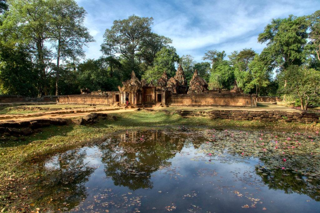 Le Banteay Srei et ses douves
