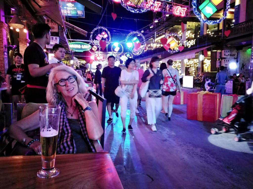 Chantal Diveu dans Pub Street à Siem Reap