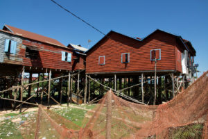 Village du Tonle Sap les pieds au sec