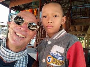 Alain et un gamin de Muang Sen