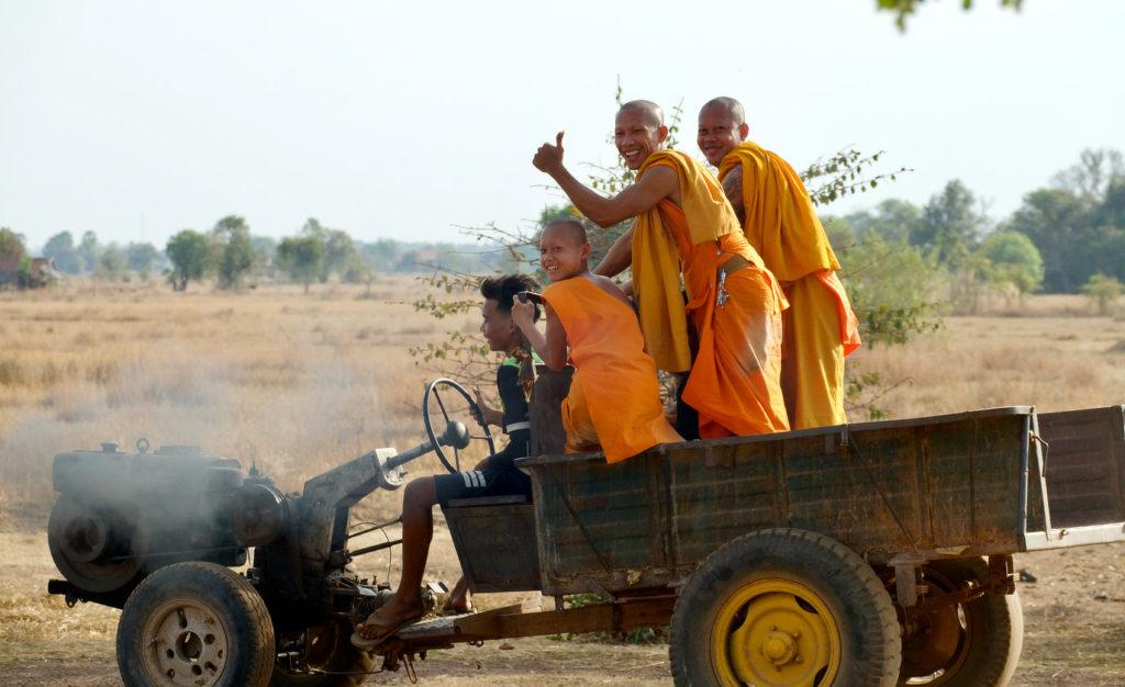 Jeunes moines en balade