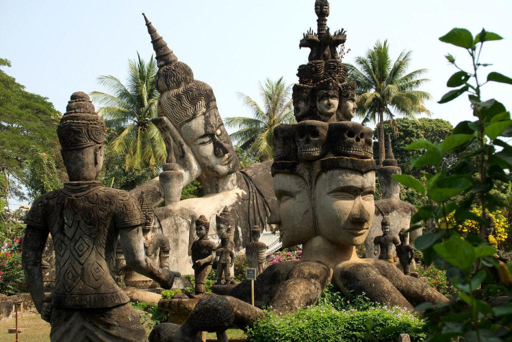 Sculptures en béton armé du Bouddha Park