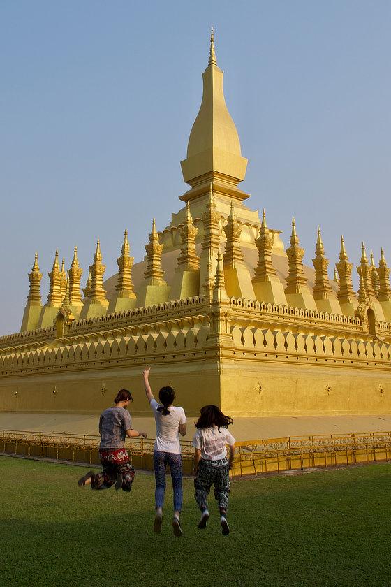 Selfie devant le That Luang de Vientiane