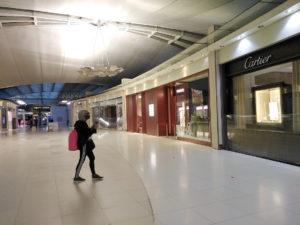 Les boutiques fermées de l'aéroport de Suvarnabhumi pendant la Covid 19 © Alain Diveu