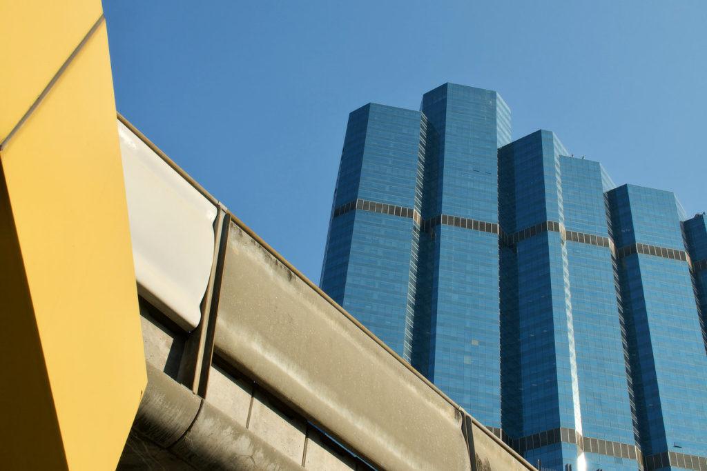 Géométrie architecturale de Bangkok © Alain Diveu